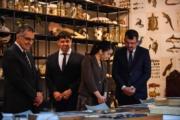 2018年7月24日,真子公主(前排左)訪問巴西聖保羅,參觀聖保羅大學動物學博物館(the Museum of Zoology of the University of Sao Paulo)。(法新社)