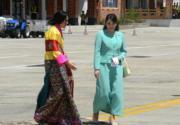 2017年6月,日本真子公主(右)到訪不丹。(法新社)