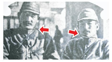 紀念館中,參加「百人斬」殺人競賽的日本軍官向井敏明(左)和野田毅(右)的照片,頸部被割爛(箭嘴示)。