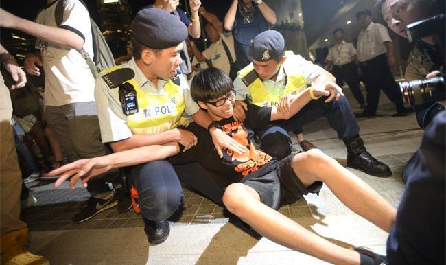 罷課變衝擊 黃之鋒被捕