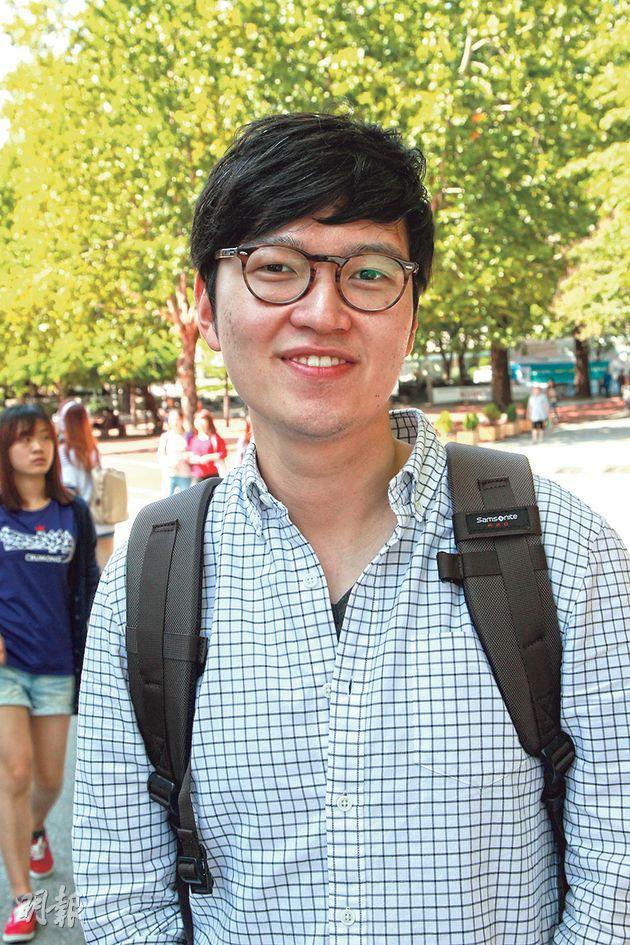 高麗大學哲學系三年級安姓學生,主動向記者問起佔中。他認為由於中國政府的原因,香港民主之路會格外艱難,但認為香港學生「有足夠正當性去公民抗命」。(林俊源攝)