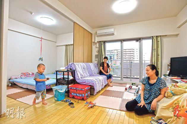 章女士(圖右一)認為,在東京買樓性價比高,他們的房子空間闊落,廁所與浴室獨立,可實現「乾濕分離」。(余俊亮攝)