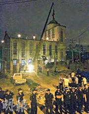 浙江省清拆教堂和十字架多是趁半夜動手。(資料圖片)
