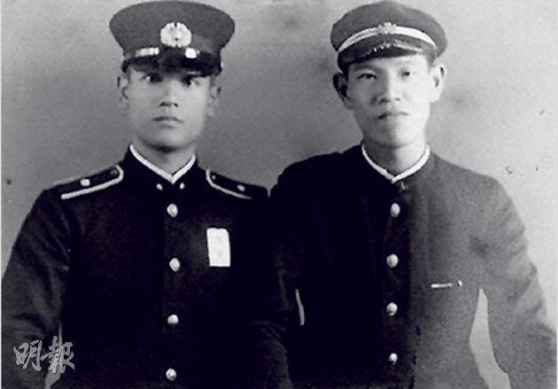 1943年的李登輝(右)與哥哥李登欽,李登輝就讀台北高等學校3年級。(網上圖片)