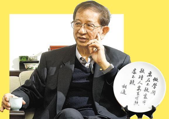 台灣中央研究院前院長李遠哲說,年輕人的覺醒帶動老一輩,台灣民主可能會走向下一階段。李的辦公室放有已故著名學者胡適的名言(左圖)﹕「做學問要在不疑處有疑,待人要在有疑處不疑」。(陳淑安攝)
