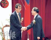 李遠哲(左)因為公開支持陳水扁(右),引發學界爭議。(資料圖片)