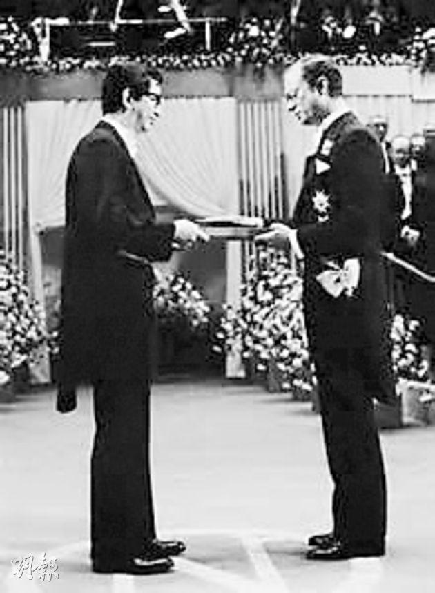 1986年李哲遠獲得諾貝爾化學獎,圖為當時頒獎情况。(網上圖片)