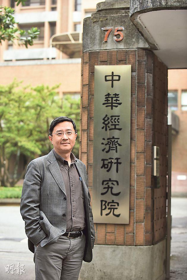 中華經濟研究院副執行長李淳認為,要改革薪酬制度才能解決青年低薪問題。(陳淑安攝)