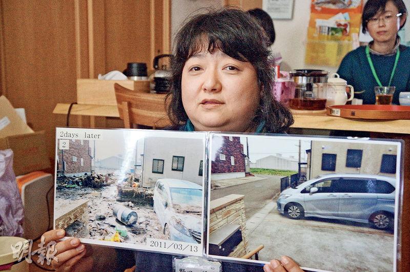 地震和海嘯的經歷,野口徑子(圖)記憶猶新,她說現在仍很抗拒收看電視台播放當時海嘯畫面,開車過河時也會緊張。她手持的是震後兩天自家後院狀况圖片,只見堆滿垃圾、淤泥和雜物。(林迎攝)
