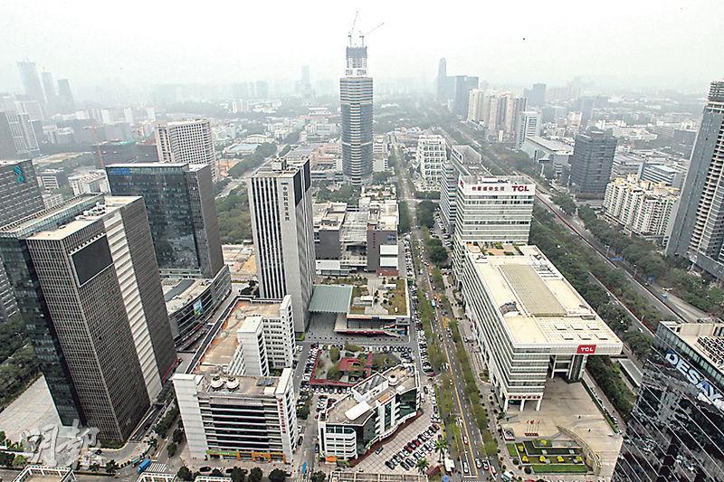 深圳市高新技術產業園區佔地面積達1150公頃,已有逾5700間高新科技企業進駐,市政府會為企業提供各類型支援,包括稅務優惠。(林俊源攝)