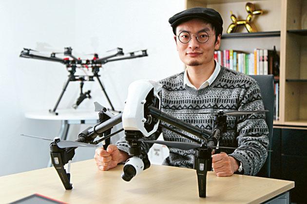 無人駕駛直升機公司大疆創辦人汪滔表示,當年在香港科技大學畢業後,決定北上創業,是因公司剛起步,付不起香港的高昂人工成本,以及難找科技、工程基礎型人才。(林俊源攝)