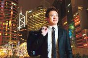 2004年,當時就讀中六的李洛衡(左二)與同學發明「大菜糕電芯」,中四的陳易希(右一)發明「智能保安機械人」,一同赴美參賽。(資料圖片)