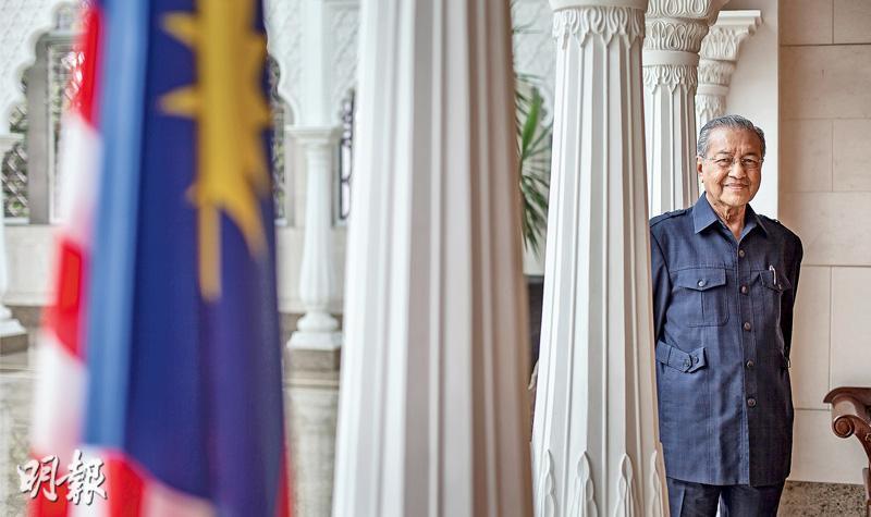 馬哈蒂爾在位22年,2003年退位至今仍然活躍於國內國際政壇。在他看來,現今的馬來西亞仍然需要衝破瓶頸,大力發展製造業,才能實現他早年許下「在2020年成為先進國」的宏願。(李澤彤攝)