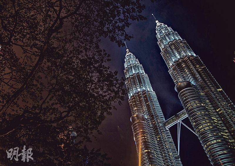 雙子塔是吉隆坡最現代的建築之一,有人認為這也是馬哈蒂爾在任時期的政績之一。(李澤彤攝)