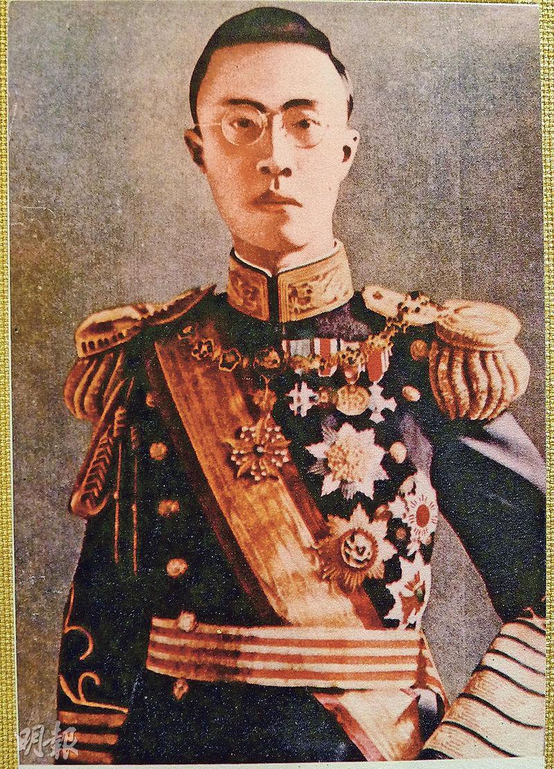 溥儀一生曾3次登基成為皇帝。第一次是以清末代皇帝登基,第二次是1917年張勳復辟。圖為溥儀第三次在長春稱帝時所攝的戎裝標準照。(龐皎明翻攝)
