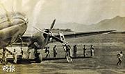 駝峰航線的機師登上飛機。(受訪者提供)