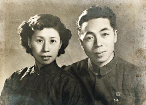 年輕時的林汝良和妻子林華媛。(受訪者提供)