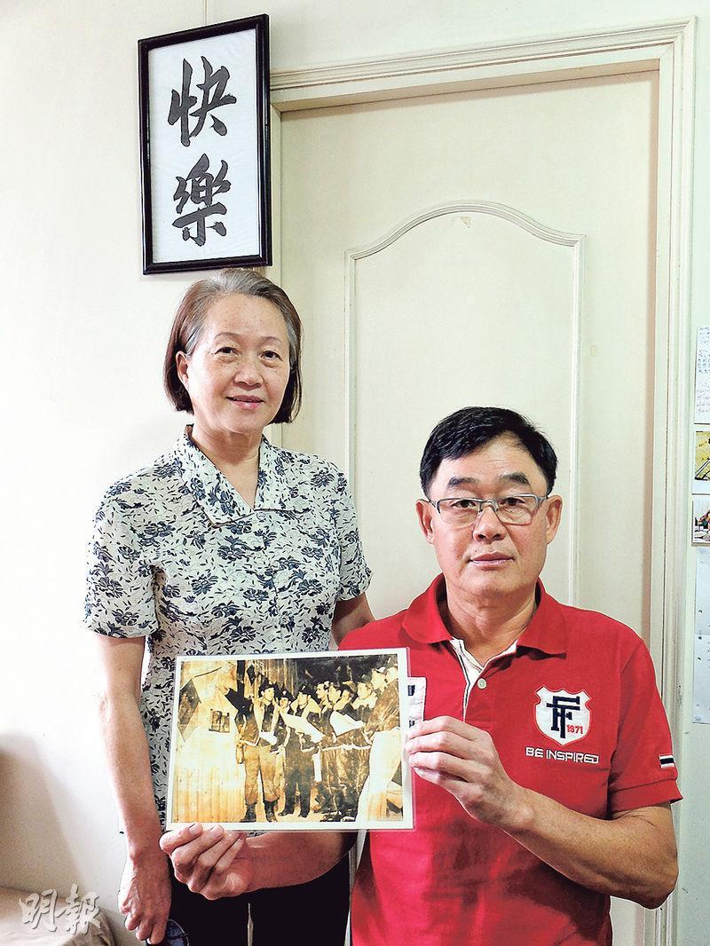 廖譚清的女兒廖韻琴、兒子廖本立姊弟於香港接受訪問。(楊立贇攝)