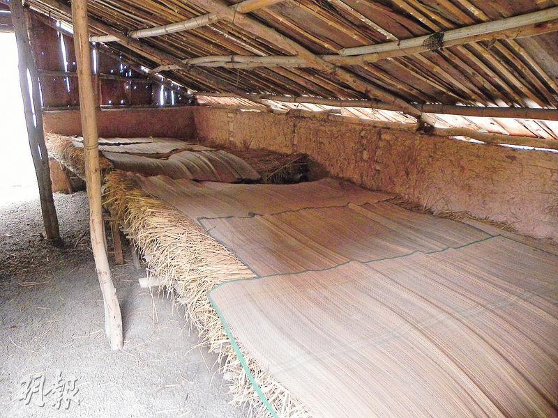 獲救的部分文化名人,在白石龍村的草寮招待所暫住。此為複製的舊址。(李泉攝)