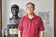 謝繼民上海的家中擺放着父親謝晉元的塑像。(楊立贇攝)