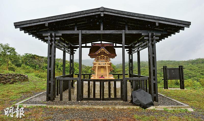 造價約60萬港元的台灣版「靖國神社」,本月中在屏東高士村的神社數十年前的舊址地基上「落戶」,當地村民為迎接神社,特別將當地的一個山崗修建成紀念公園。(鄧宗弘攝)
