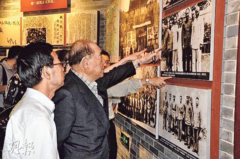 郝柏村近年訪問大陸期間重訪了不少抗戰舊址,包括去年7月參觀平型關大捷紀念館。(網上圖片)
