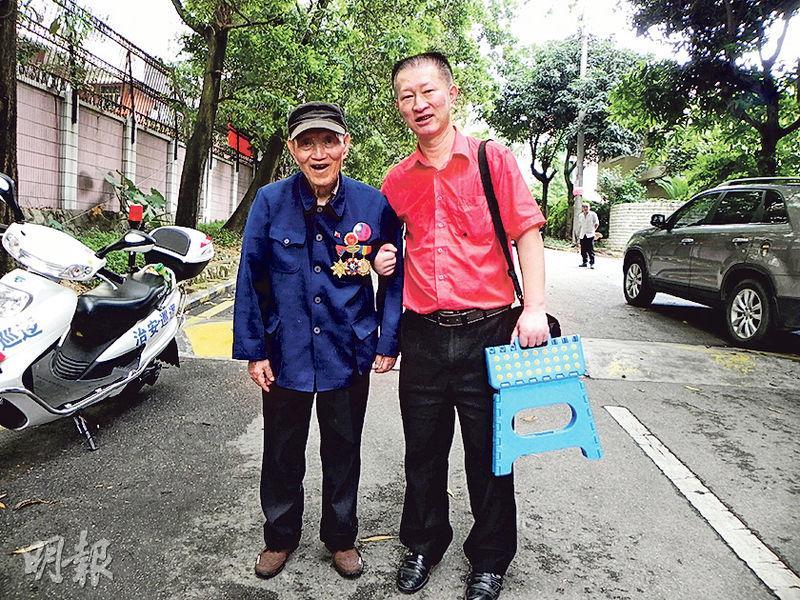 王文和兒子王清瑜(李泉攝)