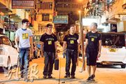 「維修香港」的師傅會自備木梯、電鑽及扳手等工具,為有需要的基層戶免費維修,他們落區時穿起印有組織名字的T恤。左起﹕發言人Max、師傅細良和文浩,以及負責宣傳的阿賢。(黃志東攝)