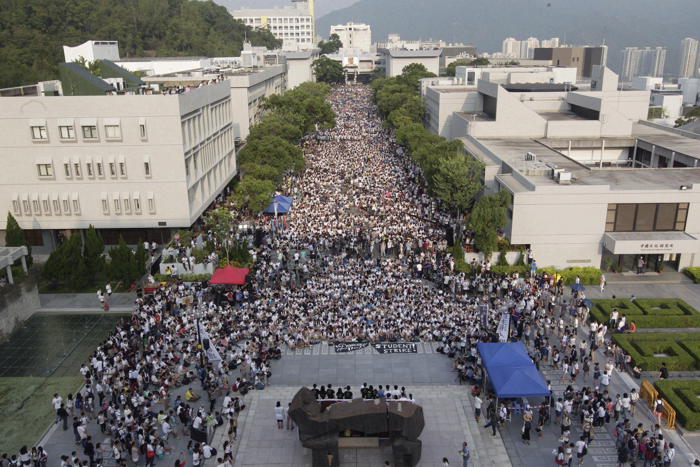 首日罷課,在中大百萬大道舉行。(郭慶輝攝)