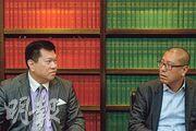 雨傘運動之時,大律師馬恩國(左)與律師任建峰(右)各有政見,來到佔領一周年,他們難得找到共識,認為佔領未有令法治受損,但對於此抗爭手法是對是錯,則各執一詞。(蘇智鑫攝)