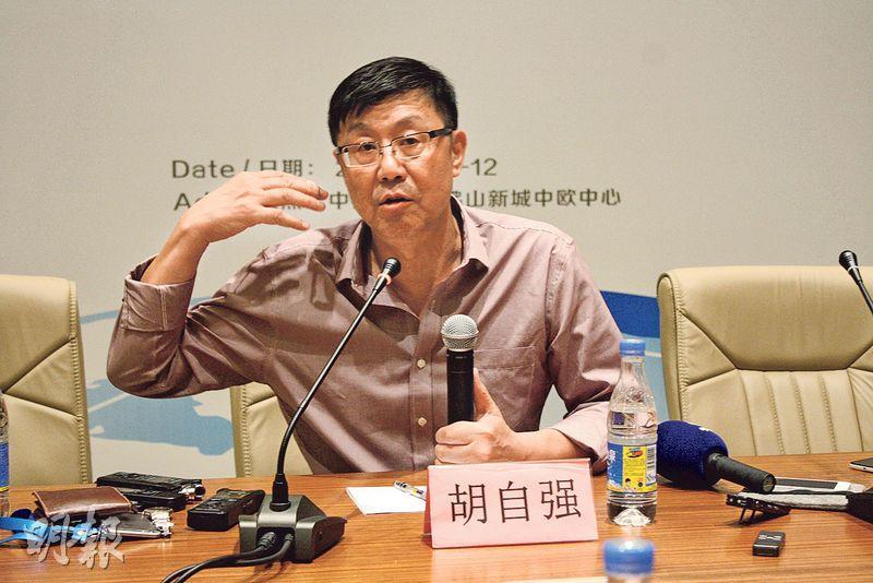 美的集團副總裁胡自強稱,該企業已有900多台機械人用於生產和物流搬運,生產效率提升15%。(楊立贇攝)