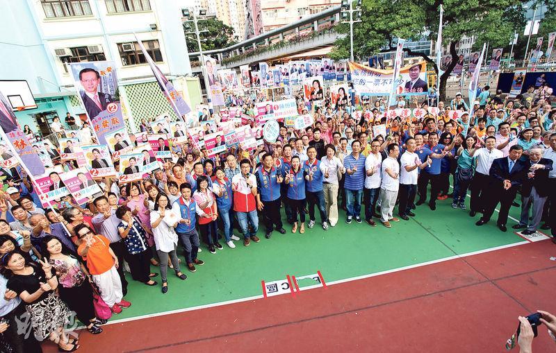 建制派昨舉行「誓守荃灣正能量凝聚大會」,民建聯、工聯會、新民黨及親建制參選人都有出席。