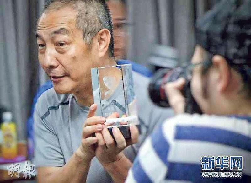 華大基因董事長汪建指要將珠三角致病基因率降到全球最低,又曾公開展示自己的「墓碑」,自信可活到120歲。