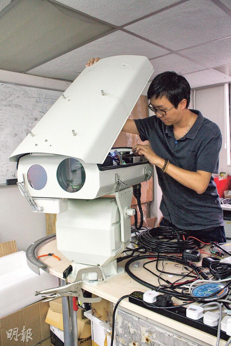 香港青年岑棓琛發明的「視野」機械人,獲內地11城市採用。
