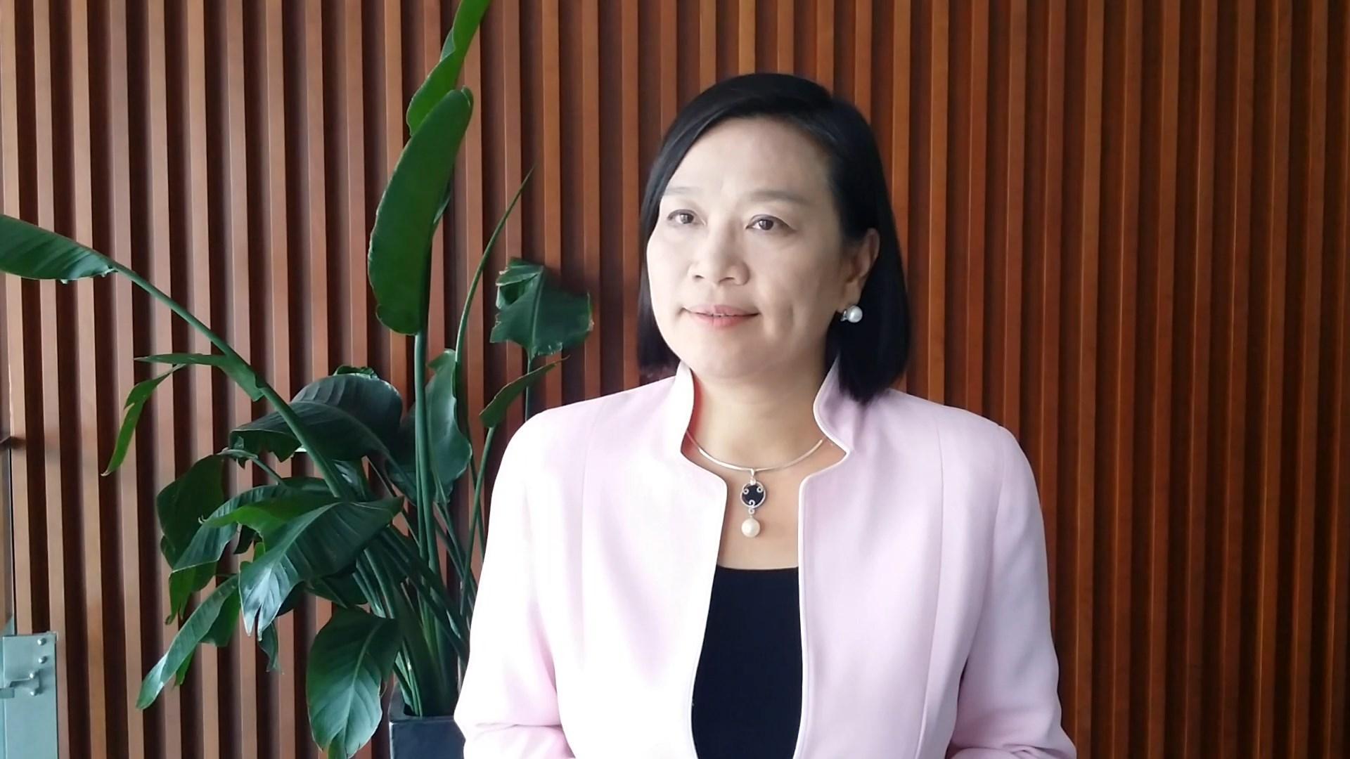 現任區議員梁美芬認為,別人說游蕙禎以外貌取勝只是說笑,指黃埔東的街坊都著重政績。
