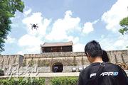 深圳飛豹團隊在測試無人機,負責人曾華均表示,首先要喜歡玩,對無人機要有熱情。(受訪者提供)