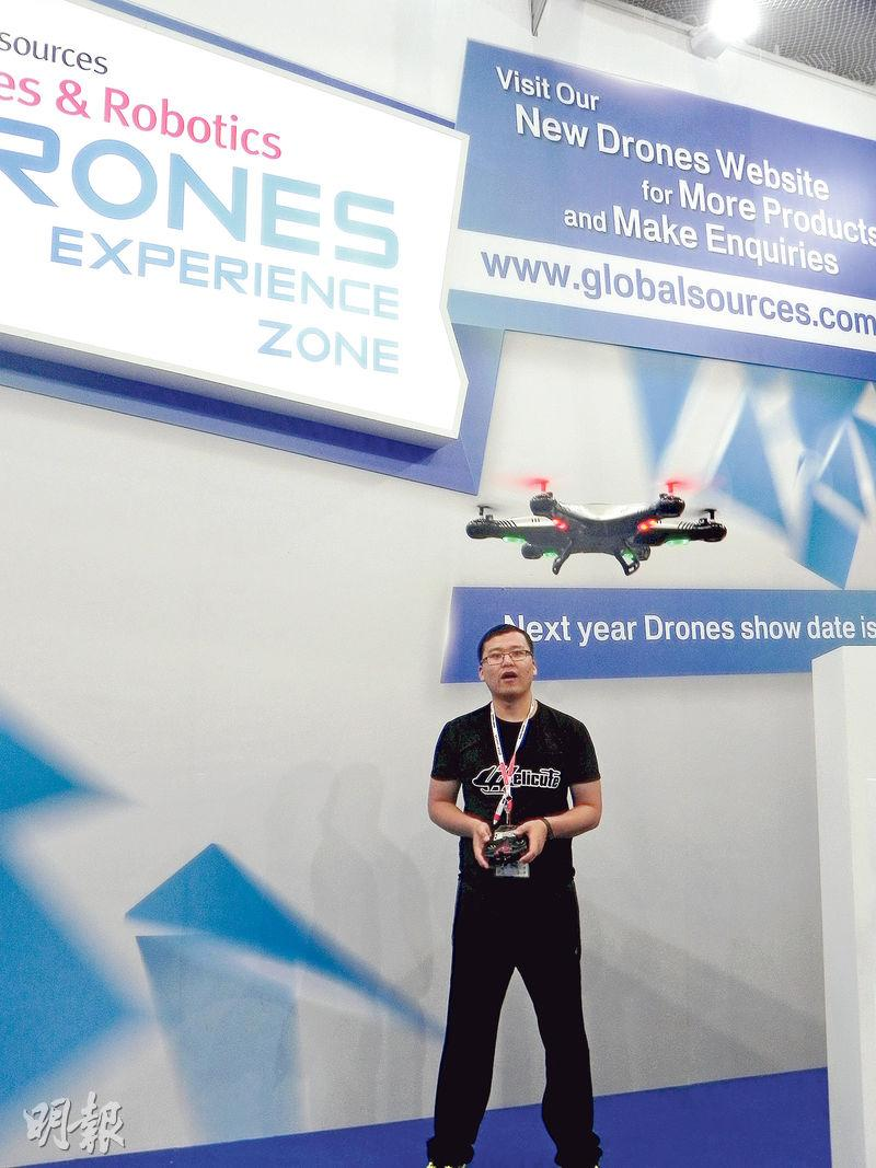 香港環球資源移動展覽中,專門闢有一個無人機展區。(李泉攝)