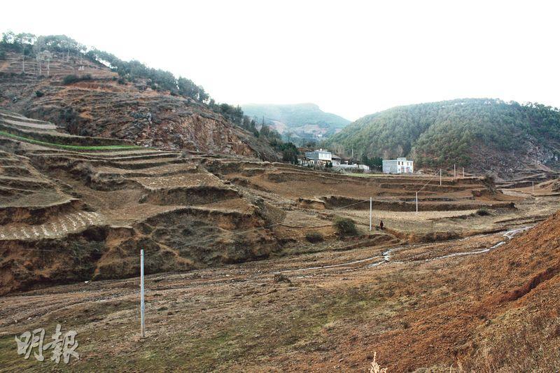 貴州威寧層巒疊嶂的黃土丘陵,土質疏鬆,植被稀疏,人煙稀少。(楊立贇攝)