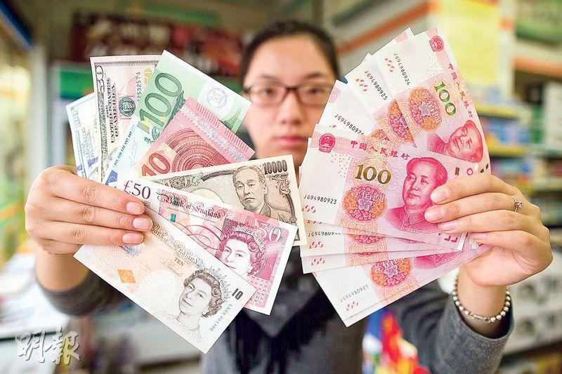 國際貨幣基金組織(IMF)去年底決定把人民幣納入SDR貨幣籃子,並於今年10月正式實施。IMF總裁拉加德表示,此舉是把中國經濟納入全球金融體系的一個重要里程碑,也是對中國過去幾年貨幣與金融體系改革的肯定。SDR貨幣籃子是IMF創設的一種國際儲備資產,IMF每5年對籃內的構成評估一次。在人民幣被納入該籃子之前,籃內有美元、歐元、英鎊、日圓等貨幣。(資料圖片)