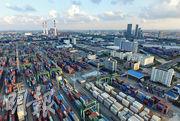 身兼十三五規劃專家委員會委員的胡鞍鋼表示,過去香港是最重要的人民幣離岸中心,有其天然的中間人優勢,部分於自貿區試行的開放改革,還需依靠香港率先參與。圖為上海自貿區。(資料圖片)