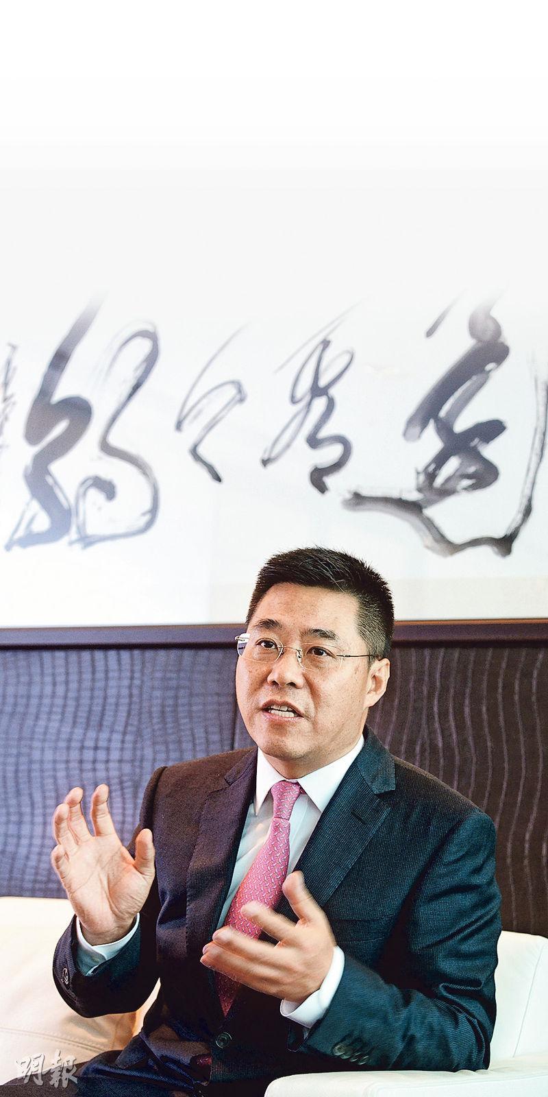 光大控股執行董事兼首席執行官陳爽表示,隨着人民幣國際化及中國企業「走出去」,大量內地資金流向海外,滬港通及QDII等雙向渠道有利香港的國際資產管理中心角色。(楊柏賢攝)
