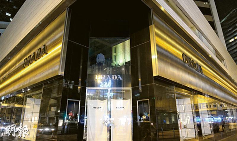 逾4000舖簽深夜熄燈約章  參與連鎖店巨屏射燈光如晝 環團質疑約章成效