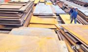 河北唐山三角地鋼材市場積壓了大批鋼材,卻乏人問津。(鄭海龍攝)