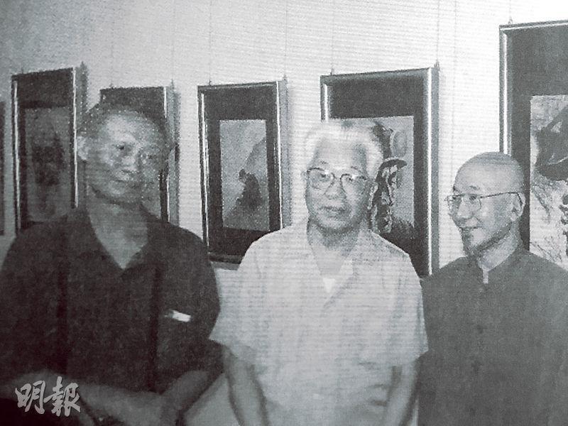 2008年9月,李正天(右)開畫展,原廣東省委書記吳南生(中)前來捧場。左為「李一哲」另一成員陳一陽。(黑白資料圖片)