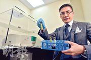 善覓行政總裁翁錦輝說,檢測淡黃色血漿中的浮游基因,可找出由癌細胞釋放的異常基因,助病人覓得合適的標靶治療。他亦瞄準跨境醫療旅遊趨勢,估計今年底經醫生轉介的內地病人將增至佔整體三成。(馮凱鍵攝)