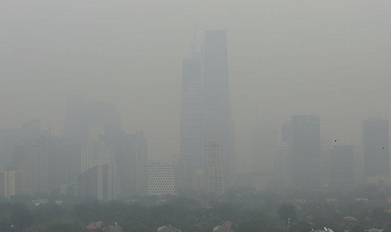 霧霾罩京津 污染爆表  京發黃色預警 禁拆樓工程