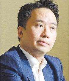 羅兵咸永道管理諮詢合伙人盧啟豪表示,香港是全球最大離岸人民幣中心,亦優先享受內地政策試點,較星洲佔優勢。