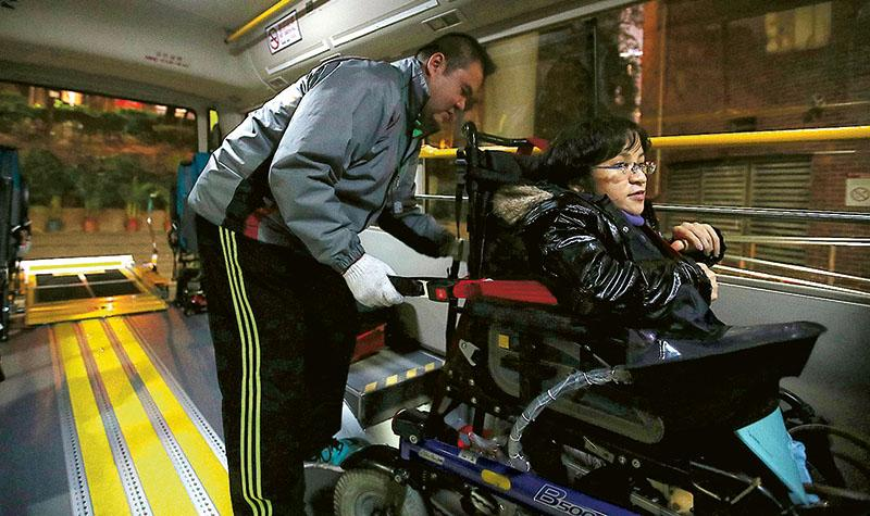 復康巴供不應求 去年7000電召落空  運署稱「無障礙運輸」屬理念 申訴專員批淡化政策