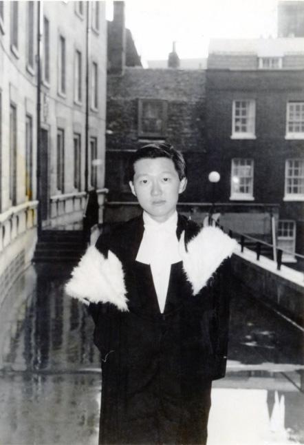 李國能, 英國劍橋大學畢業照(攝於1970年)(李國能提供)