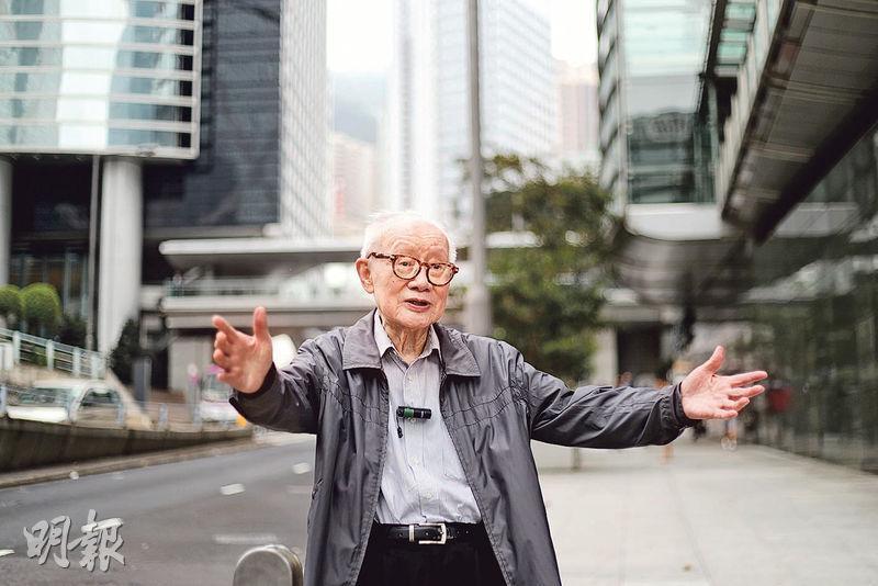 六七暴動期間時任三聯書店副經理蕭滋,因率領書店職員前往港督府遊行,被警方毆傷及拘捕,並判刑14個月。現年91歲的蕭滋認為,這場鬥爭根本不應發生,呼籲香港社會要「防左」。(郭慶輝攝)